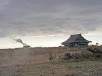 津波に耐えた寺と海岸の焼却プラント
